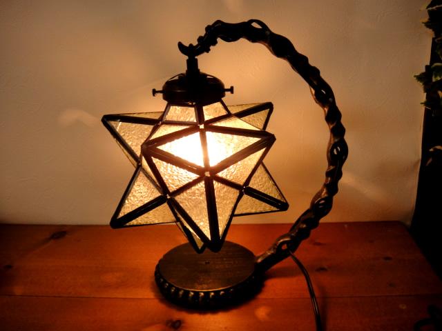 送料無料★LED電球付き!星型ステンドグラスフロアスタンドランプ/テーブルランプ卓上照明玄関リビング寝室にモロッコ風ペンダントライト E17