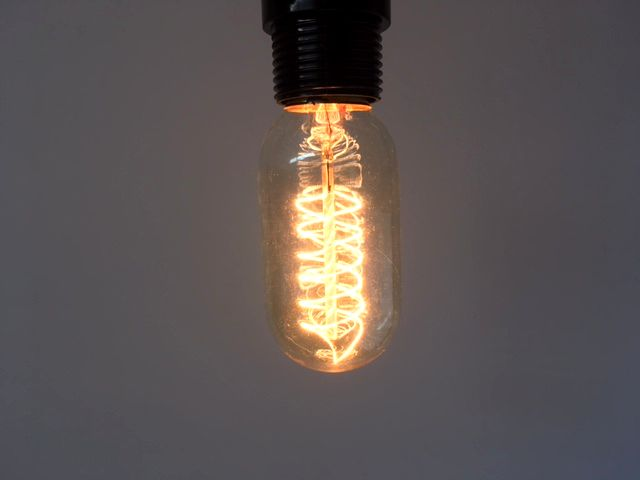 ソケット1灯ランプと相性抜群!おうちカフェキッチンカウンターに♪ ★【no45st】個性的なアンティーク電球◆E26エジソン電球60W 渦巻き レトロ電球 白熱電球レトロ球アンティーク型シェード丸形1灯裸電球
