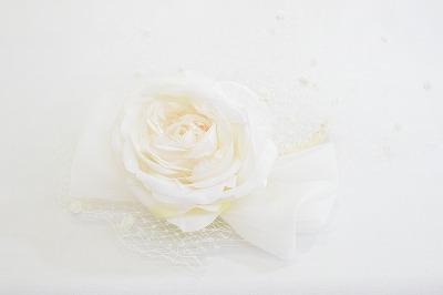 魅力ある女性へ TIRER BLEU ティールブルー カチューシャ ZY792 ホワイト 白 結婚式 パーティー 二次会 同窓会 衣装 舞台 ファッション オシャレ エレガント ゴージャス 室内でかぶれる 送料無料 ネット通販 オールシーズン