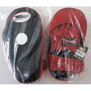 新TWINS ツインズ 本革製キックボクシング 変則パンチングミット キックミット 黒赤