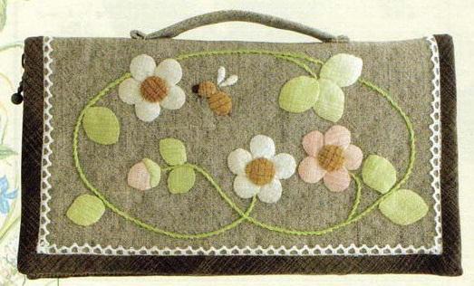 オリムパス 貴重品ケース 白とピンクのお花のリース PA-540 パッチワークキット 手芸キット 手作りキット