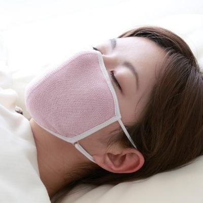 大判 潤いシルクのおやすみマスク ポーチ付き 送料無料 おやすみ中の乾燥から喉を守るシルク100%のおやすみマスクです 夜用マスク 評価 保湿マスク オーバーのアイテム取扱☆ 定形外郵便 レディース 睡眠用マスク