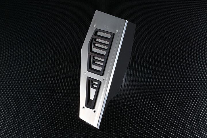 AUDI A4(B9)・A5(F5) ステンレス フットレスト 【m+】