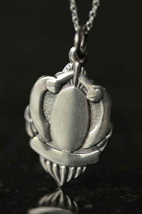 懐中時計チェーンの飾りのFOBにシルバーチェーンをつけたペンダントネックレスです バーゲンセール 信憑 英国 ヴィンテージ 1930年 Robert Pringle FOB シルバーペンダントネックレス Sons me01 フォブ ne02