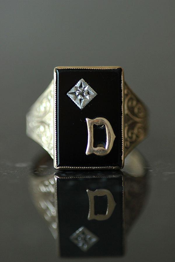 ブラックオニキスにイニシャルとダイヤモンド1石をセッティングしたシグネットリング ヴィンテージ 秀逸 英国 1972年 バーミンガムホールマーク イニシャルD 9CTゴールドシグネットリング21号 ブラックオニキスダイヤモンド 宝石簡易鑑別書付 me01 新入荷 流行 ri04