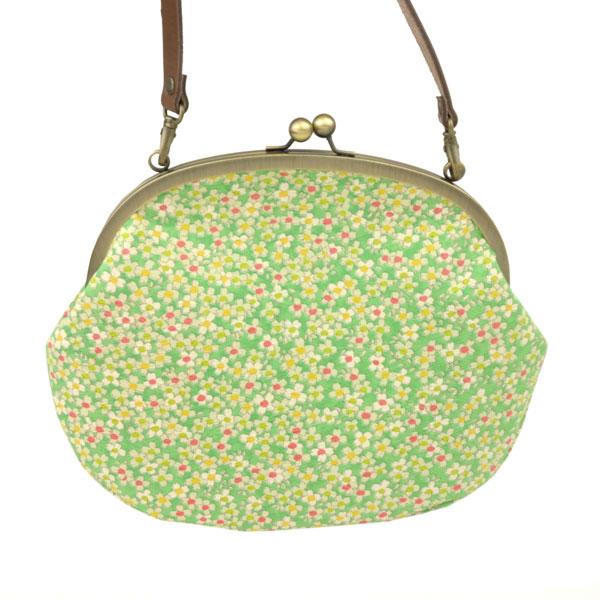 レトロな着物のがま口バッグ【黄緑小花】和柄が可愛い大きなガマ口ショルダー