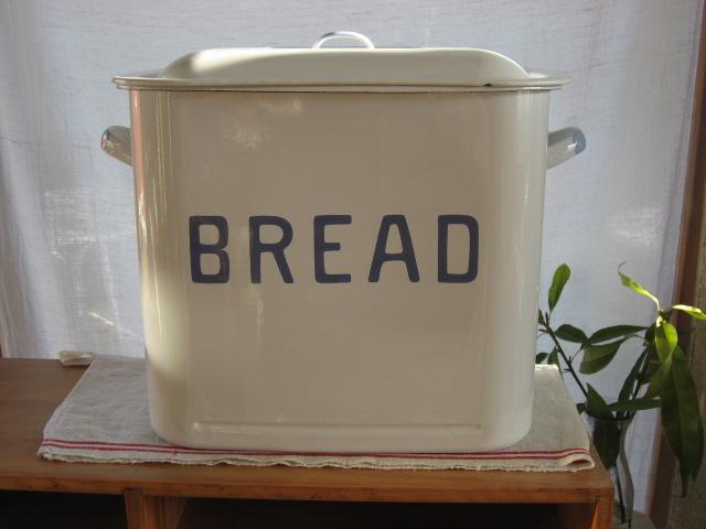 【ブレッド缶】 お米入れ・収納・ナチュラルホーロー・パン入れ・ストッカーかわいい・可愛い・プレゼントホーメスト・お米入れ