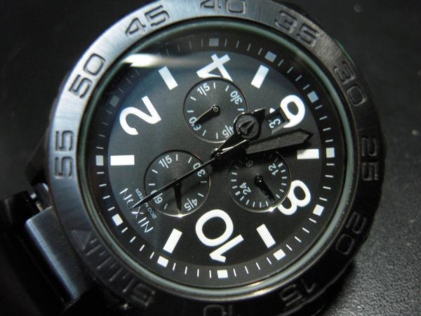 大型のごつい時計です NIXON ニクソン 極上 お値打ち価格で 42-20 中古 保障
