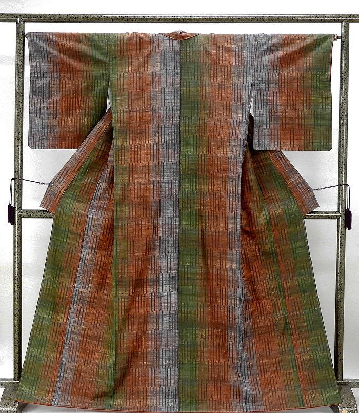 紬 未着用美品 正絹 手しぼり繧繝染 縦縞幾何模様 紬 未使用 新古品 着物