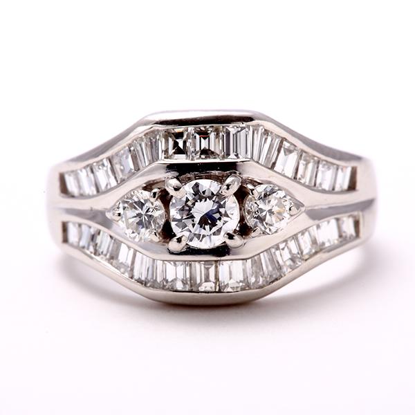 指輪 リング ダイヤモンド PT900 プラチナ r150223 レディース ダイアモンド 高級感 バケットカット ボリューム感 ブリリアントカット 贅沢 上品 ご褒美 贈物 1点もの 4月誕生石 お返し