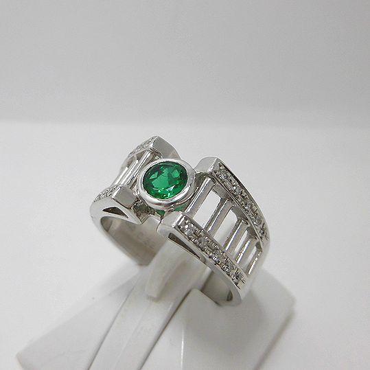 エメラルドリング 0.32ct ダイヤモンド Pt900 指輪 ジュエリー 女性用 プレゼント 贈り物 E2353