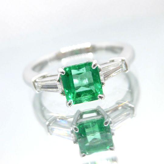 エメラルドリング 0.77ct ダイヤモンド 0.27 Pt900 指輪 ジュエリー 女性用 プレゼント 贈り物 F8180 送料無料 30%OFF価格