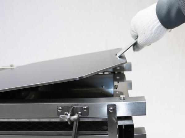 プロ仕様!極厚バーベキュー鉄板!BBQ・アウトドアの必須アイテム。 コールマン ステンレスファイアープレイス3 専用グリルプレート 板厚4.5mm