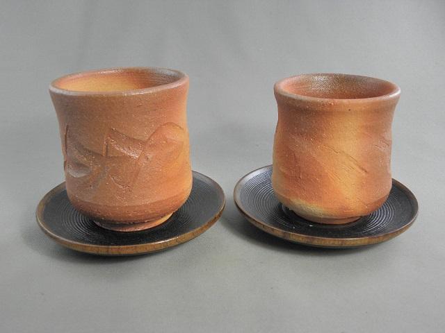 fyus-4 陶芸作家 荒川明作 薪窯 焼締 夫婦湯のみ 木箱付き こだわりのギフト 還暦祝いなどの 贈り物に最適 【送料無料】 【無料ラッピング承ります】