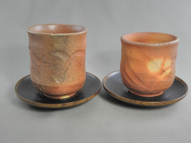 fyus-5 陶芸作家 荒川明作 薪窯 焼締 夫婦湯のみ 木箱付き こだわりのギフト 還暦祝いなどの 贈り物に最適 【送料無料】 【無料ラッピング承ります】