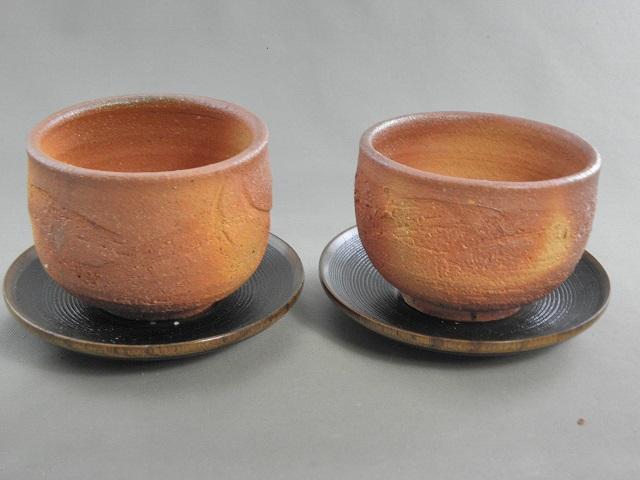 fyus-6 陶芸作家 荒川明作 薪窯 焼締 夫婦丸湯のみ 木箱付き こだわりのギフト 還暦祝いなどの 贈り物に最適 【送料無料】 【無料ラッピング承ります】