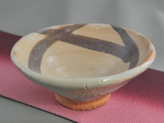 fgu-26陶芸作家 荒川明作 志野 ぐいのみ おちょこ 木箱付き こだわりのギフト 還暦祝いなどの贈り物に最適 【送料無料】【無料ラッピング承ります】