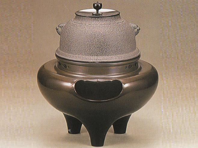 【茶道具】 菊池政光作 唐銅製 朝鮮風炉 茶釜・釜カン付 切合風炉