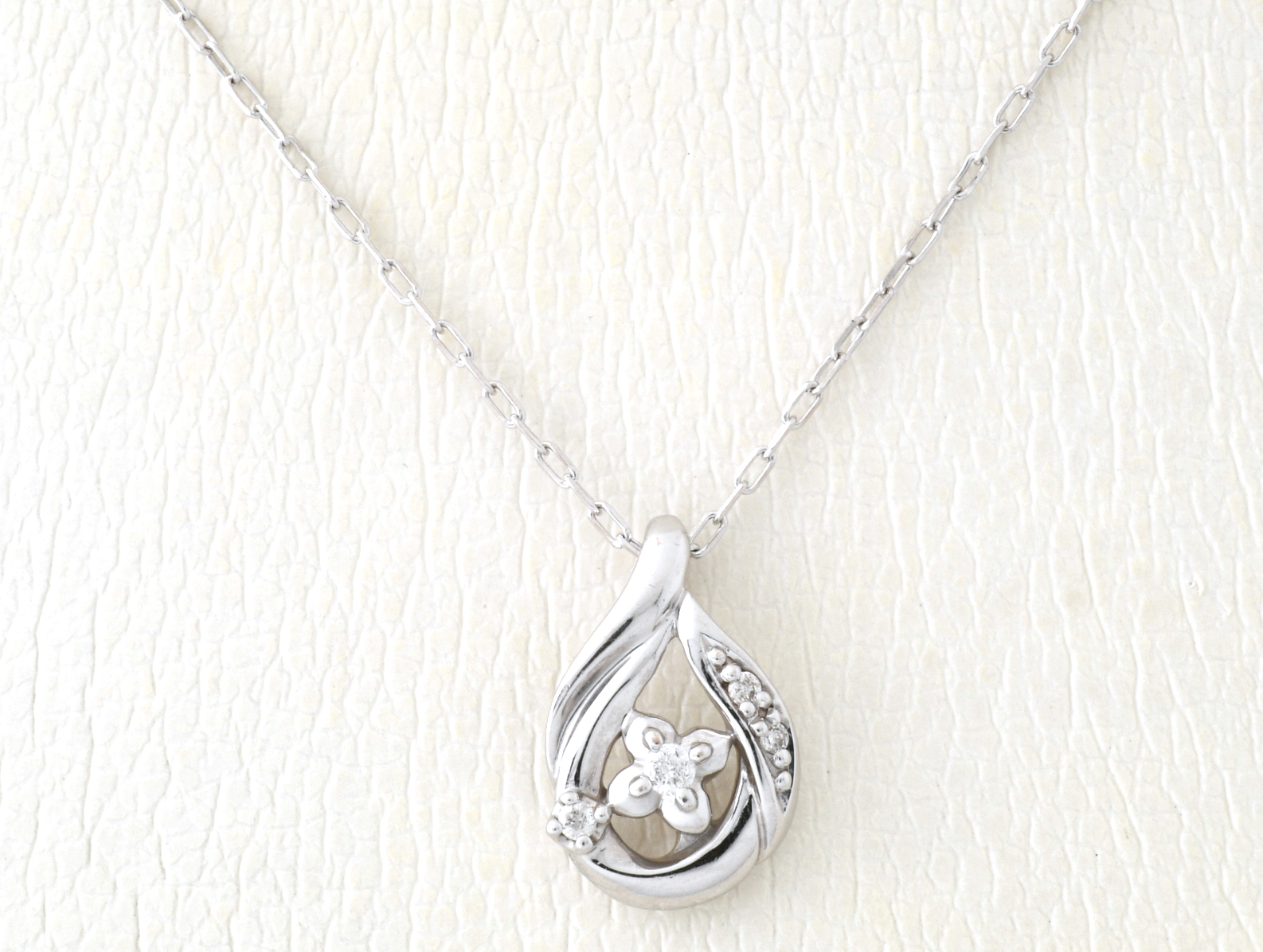 4℃ K18ホワイトゴールド ダイヤモンド ネックレス 【中古】
