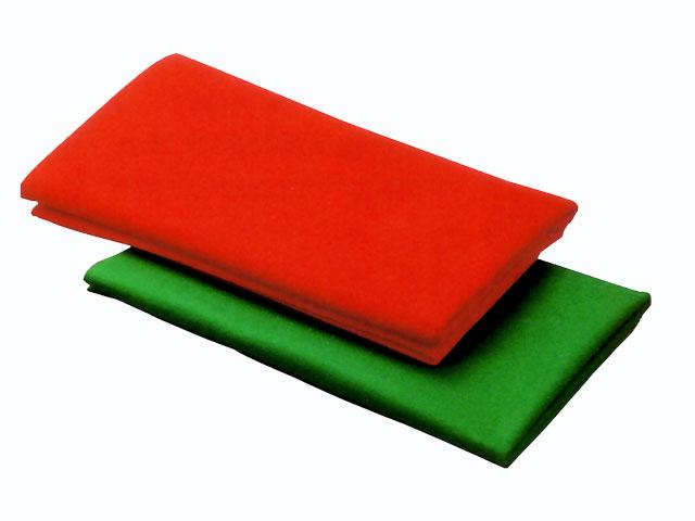 赤い毛氈を敷いた上に結納品を飾ることでより一層鮮やかになります。 毛氈 ニードル 半畳