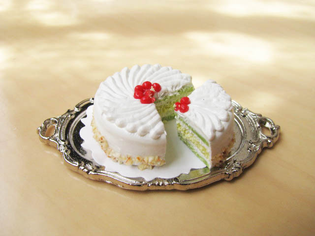 Miniature food cherry & cream 25mm