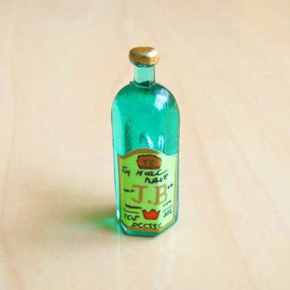ミニチュア ドールハウス ミニチュア雑貨 緑のウイスキーボトル 期間限定今なら送料無料 6角 C m-s ID51012 トレンド ネコポス配送対応