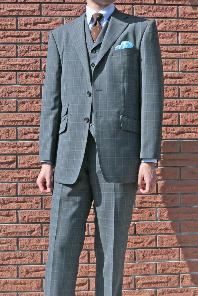 春夏秋 スリーピース ミディアムグレー ファンシーチェック 段返り3つボタン THEO DORE 【チェンジポケット付】【ベスト抜き可】 メンズ スーツ 1318 A4 A6 A7 A8 AB4 BB8