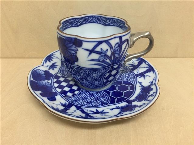【有田焼 福泉窯】瓜型コーヒー碗皿.染四君子地紋マット銀彩
