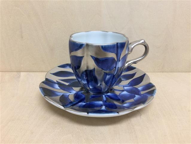 【有田焼 福泉窯】瓜型コーヒー碗皿.染錦銀彩葉紋