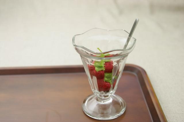 おうちカフェでデザートが楽しめる かわいいおしゃれな (訳ありセール 格安) デザートグラス パフェグラス おしゃれ ガラス食器 ブルガリア製 ニューグラス サンデー カフェ かわいい シカゴ44853 デザート 待望 シンプル カフェ風