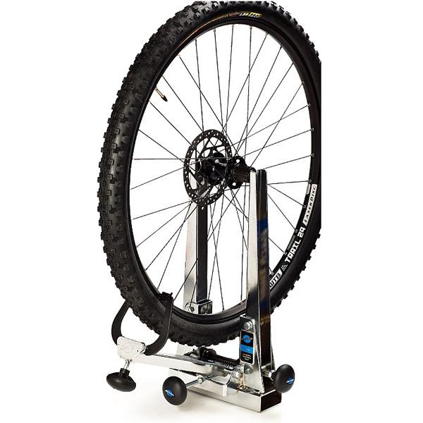 29インチのホイールもタイヤを装着したまま使用可能、ダウンヒルなどに使用される極太のタイヤにも4インチまで対応します。 ParkTool パークツール 自転車用工具 振取台 TS-2.2