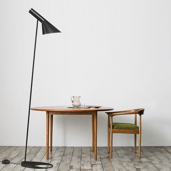 売り切れ御免!値下げ大セール 送料無料 AJランプフロアライト アルネヤコブセン デザイナーズ照明 フロアスタンドライト北欧デンマーク 黒 01