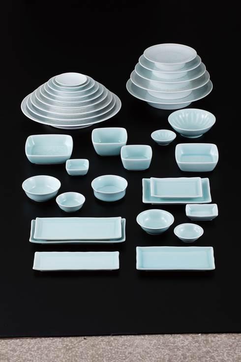 青白瓷 高台菊彫尺皿
