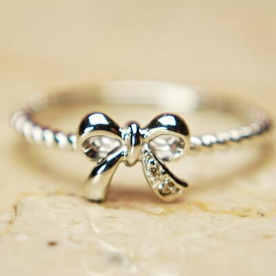 【送料無料】WGホワイトゴールド天然ダイヤモンドリボンリング【ダイヤモンド】【リング】【リボン】【リボンリング】【ピンキーリング】【ポッキリ】