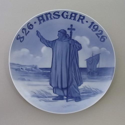 ロイヤルコペンハーゲン 記念プレート no.243「十字架を持つ修道士」1926年
