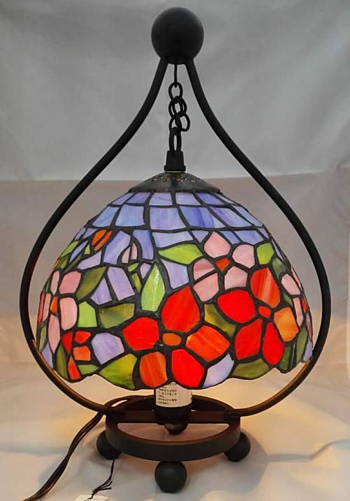 ステンドグラス ランプ 吊り型 赤花と薄紫花柄 フレーム幅22cm フレーム高さ31cm (シェード直径20cm)
