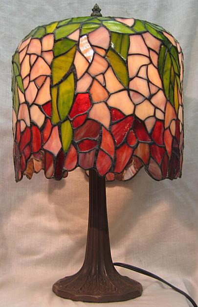 ティファニー風 ステンドグラス ランプ 藤の花(シェード直径 26cm 全体の高さ 43cm) ステンドグラスライト