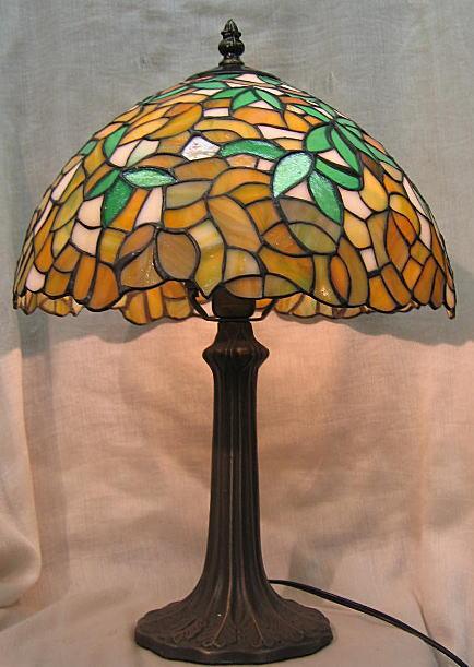 ティファニー風 ステンドグラス ランプ ベージュとグリーン柄  (シェード直径31cm 全体の高さ44cm) テーブルランプ
