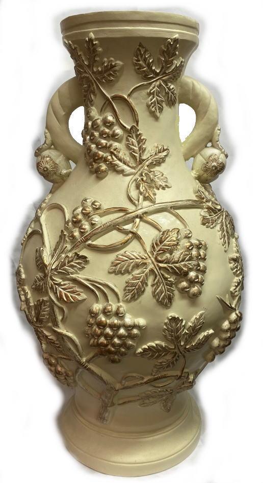 大サイズ ポット 壺 花入れ ブドウ柄アイボリー地にゴールドアンティーク塗装樹脂製 直径30cm 高さ58.7cm 下台直径23cm 上の口の内径15cm 深さ58cm 重量:約4kg
