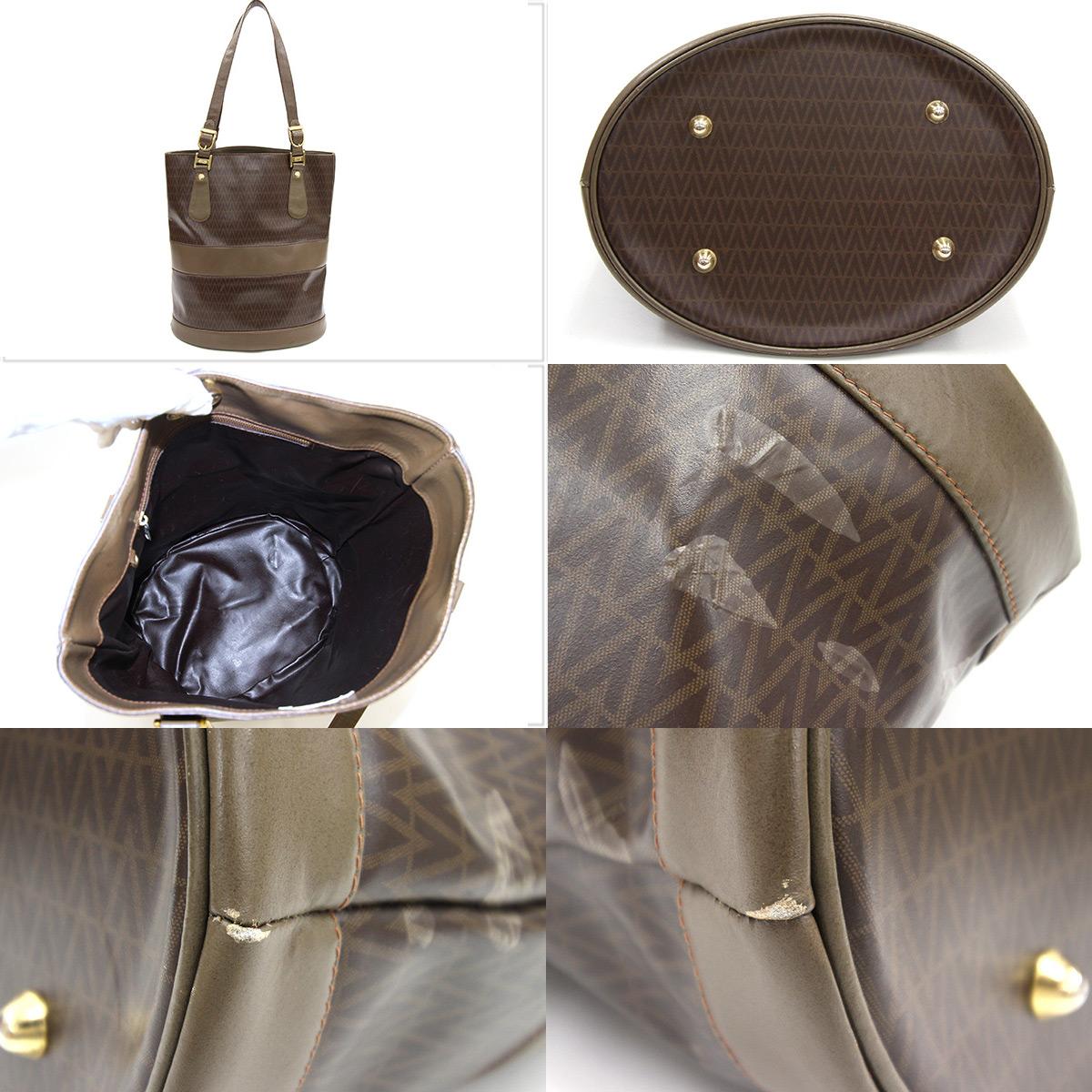 Old tea system handbag shawl Lady's Valentino bucket type vintage old rare  classic retro antique MARIO VALENTINO in the Mario Valentino tote bag beige