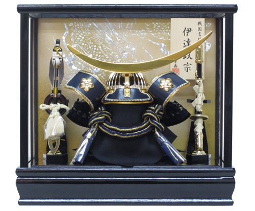 送料無料 五月人形 8号伊達兜ケース飾り YN21881GKC 伊達正宗 間口33×奥行23×高さ30cm ガラスケース 木製弓太刀付 兜飾り kabuto 海外土産