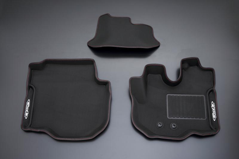 [Genb] 玄武 コンフォートマット [フロントセット] キャラバンNV350 E26 標準ボディ レッドステッチ ムーンフェイス