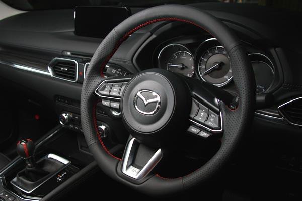 AutoExe オートエクゼ スポーツステアリングホイール 本皮(本皮製/グリップ部ディンプル加工) レッドステッチ CX-3 DKLAW DKLFW