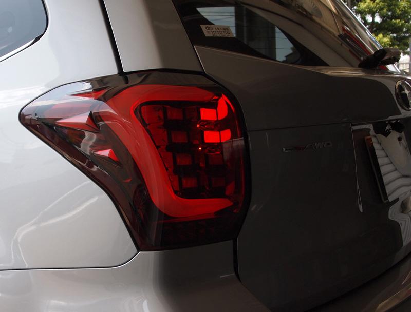 COLIN-SHREAD フォレスター用 LEDテールランプ ホワイトチューブ メタルレッド/スモークレンズ 【フォレスター [SJ5/SJG] 2012.11~ (MC前期/後期対応)】 1台分左右セット