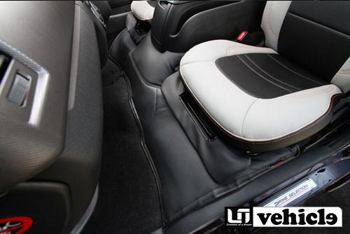 UIvehicle エンジンルームカバー (フロント) 【ハイエース 200系 標準ボディ (1~4型) [スーパーGL] 】 ※4型後期ディーゼル車は不可 送料:北海道3000円税別、離島/沖縄は要確認
