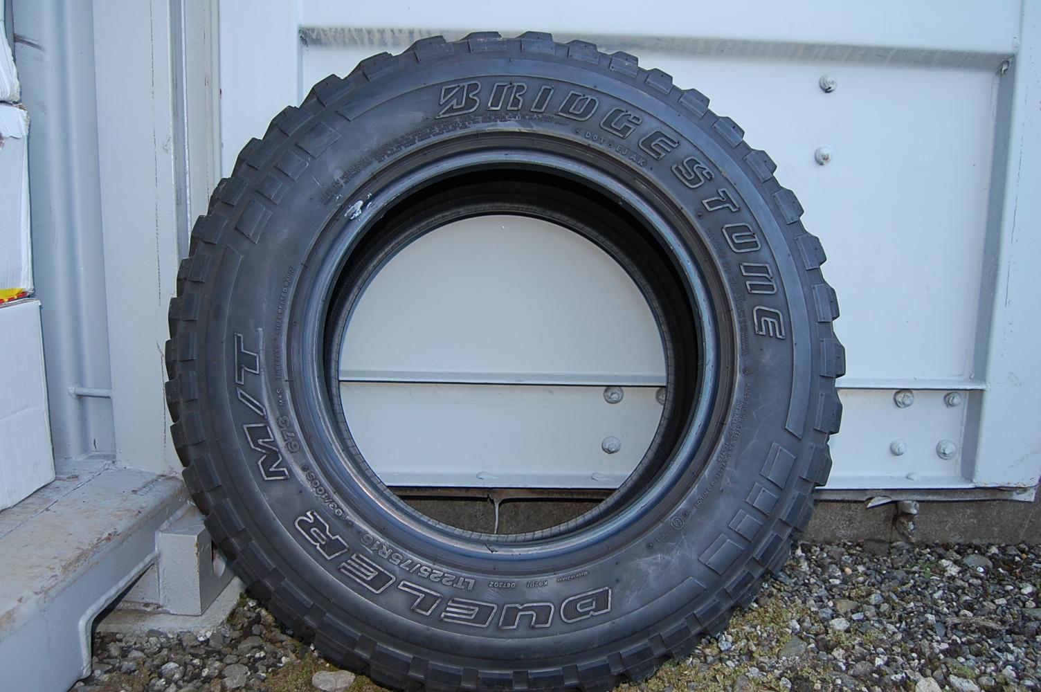 タイヤ デューラーM/T 673 4本セット【中古】LT225/75R16 ×4本セット レンジャースP38デモカー装着タイヤ
