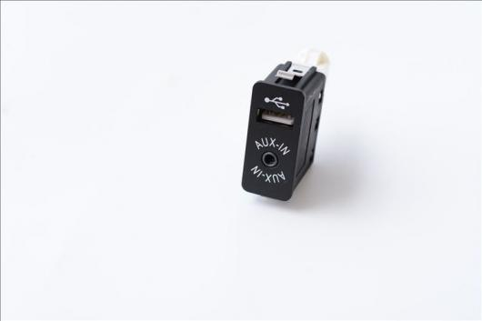 AL 車用ケーブル USB アダプタ インタフェース AUX 入力 オーディオ MP3 ソケット BMW E60 X3 X4 X5 X6 3 5 7 AL-AA-7183