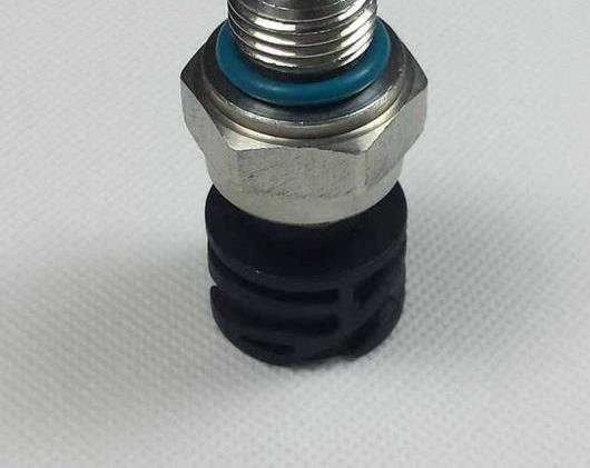 AL オイル プレッシャー センサー 21634021 適用: ボルボ トラック D12 D13 AL-FF-2649