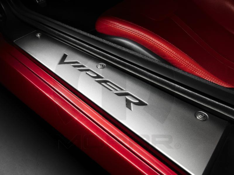 【ダッジ直輸入純正】Dodge ダッジViper(バイパー) 2013-2014年ドアシルガード(ドアシルプロテクター)スカッフプレート