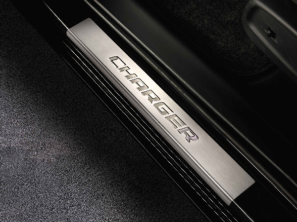 【ダッジ直輸入純正】Dodge ダッジCharger(チャージャー) 2011年式以降現行ドアシルガード(ドアシルプロテクター)スカッフプレート4ピース